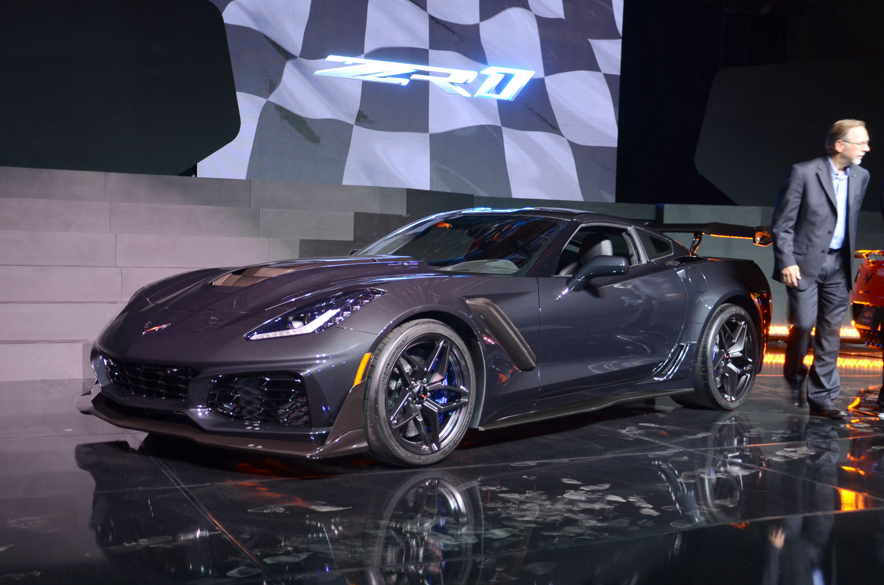 2017 los angeles auto show chevrolet adds a convertible to the corvette zr1 mix motor illustrated. Black Bedroom Furniture Sets. Home Design Ideas
