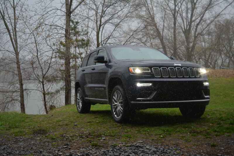2018 jeep grand cherokee summit review motor illustrated. Black Bedroom Furniture Sets. Home Design Ideas