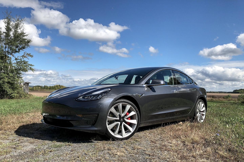 Should You Buy a 2018 Tesla Model 3? - Motor Illustrated
