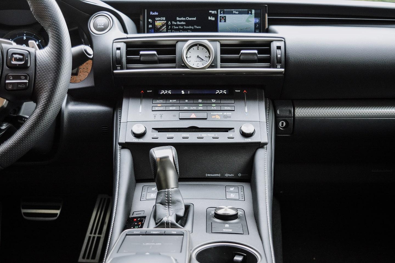 2018 Lexus RC 300 AWD F-Sport console