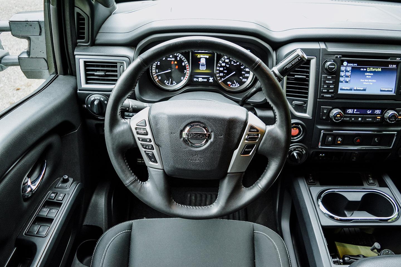 2018 Nissan Titan SV Midnight Edition Crew Cab 4x4 steering wheel