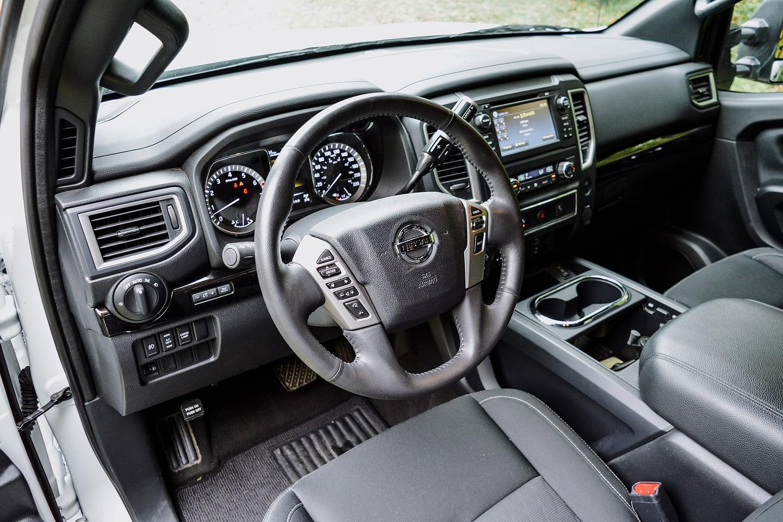 2018 Nissan Titan SV Midnight Edition Crew Cab 4x4 interior
