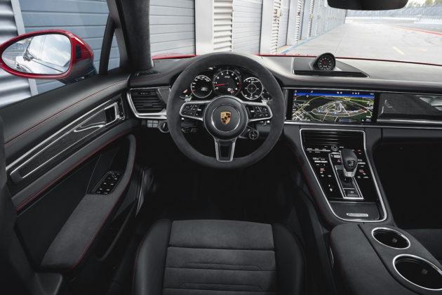 2020 Porsche Panamera GTS interior