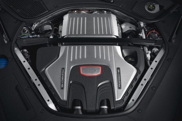 2020 Porsche Panamera GTS 4.0-litre V8 biturbo engine