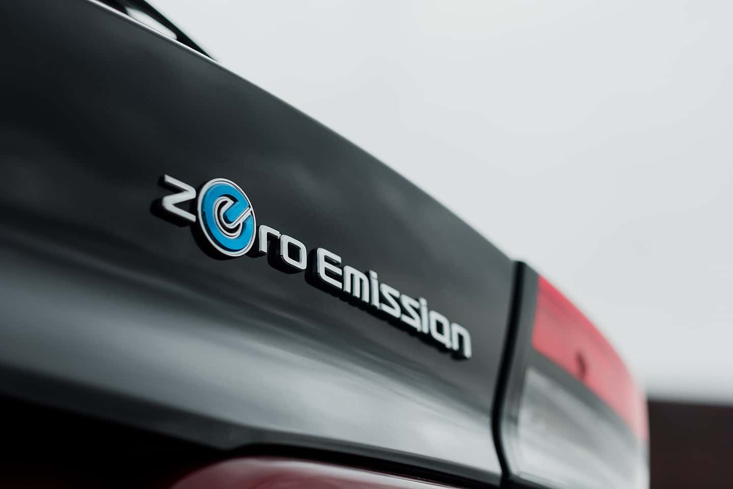 2018 Nissan LEAF Zero Emission Badge