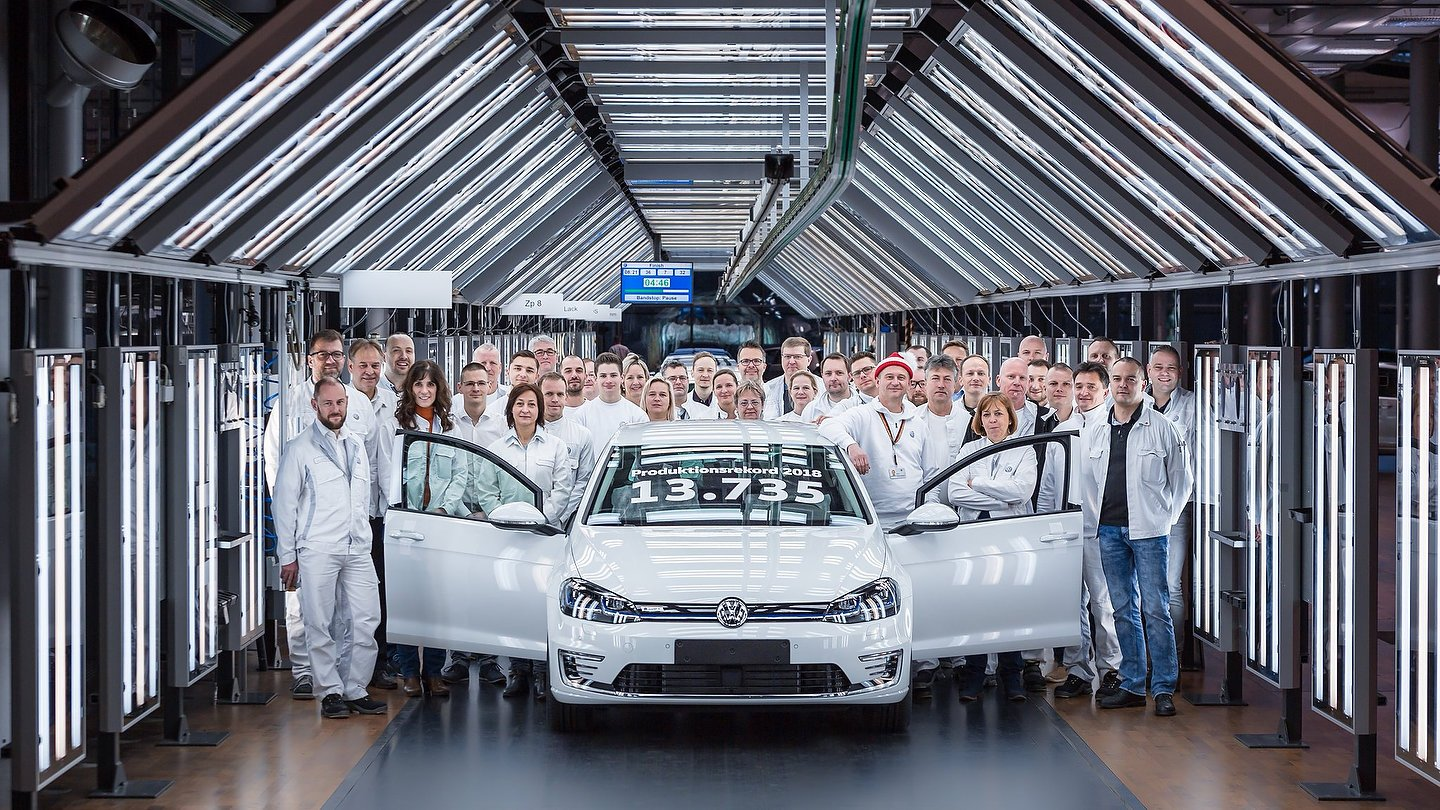 Volkswagen e-Golf production record at the Transparent Factory