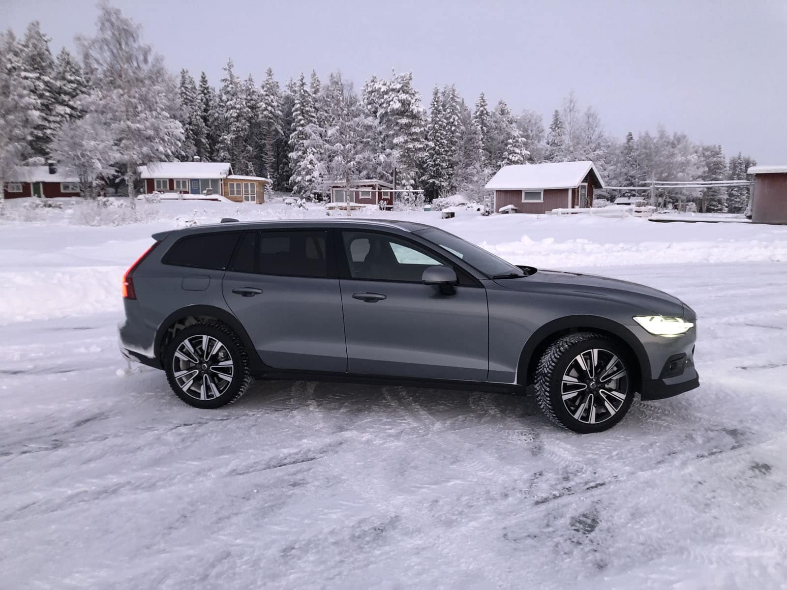 should you buy a 2019 volvo v60 cross country