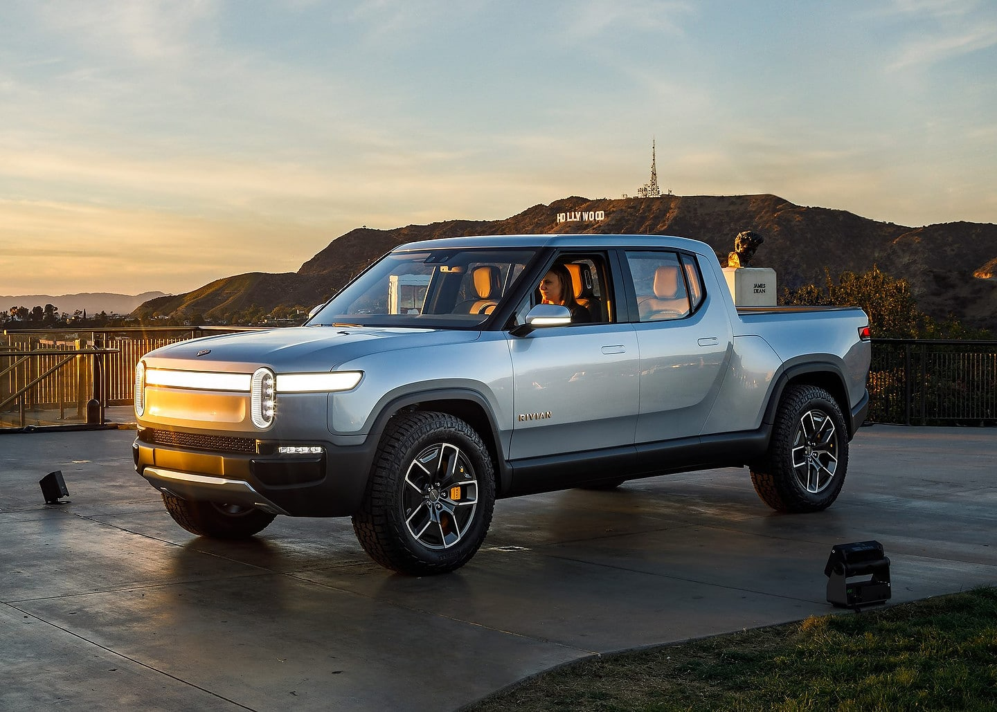 Long Range Rivian R1t And R1s Will Start Under 90 000