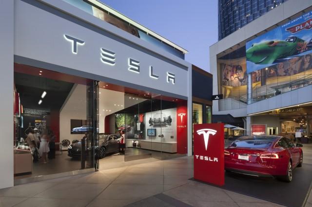 Tesla Store Moving Online