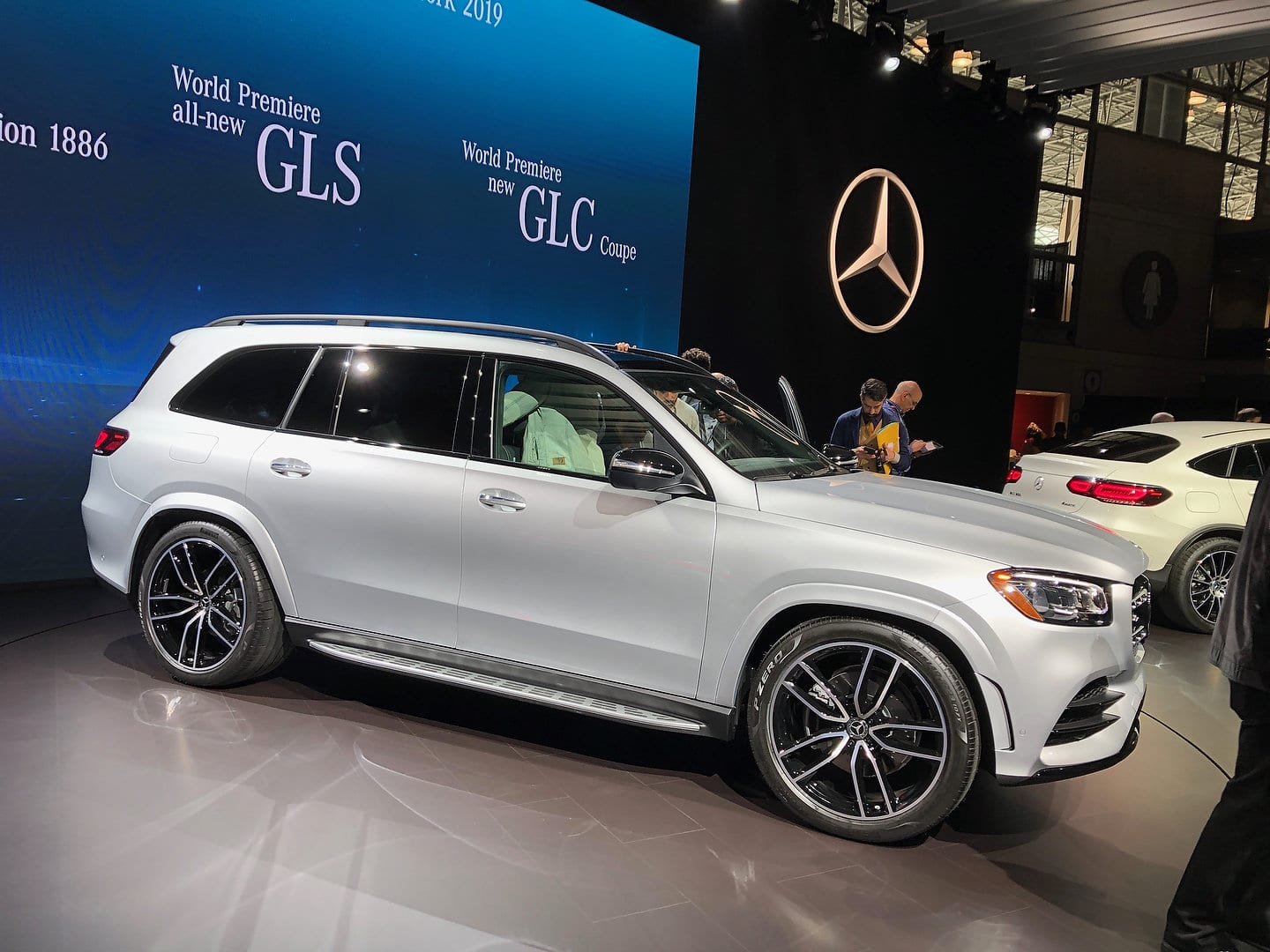 New 2020 Mercedes Benz Gls Is Now More Than Ever The S Class Of Suvs Motor Illustrated