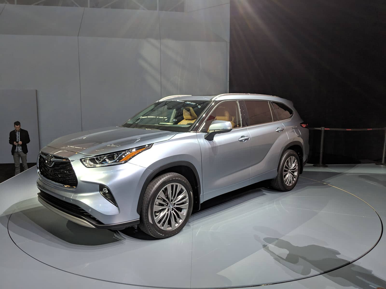 New York Auto Show 2020.Toyota Debuts 2020 Highlander At 2019 New York Auto Show
