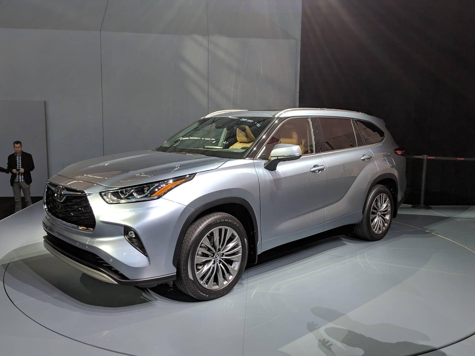 2020 Toyota Highlander 2020 Subaru Outback 2020 Mercedes