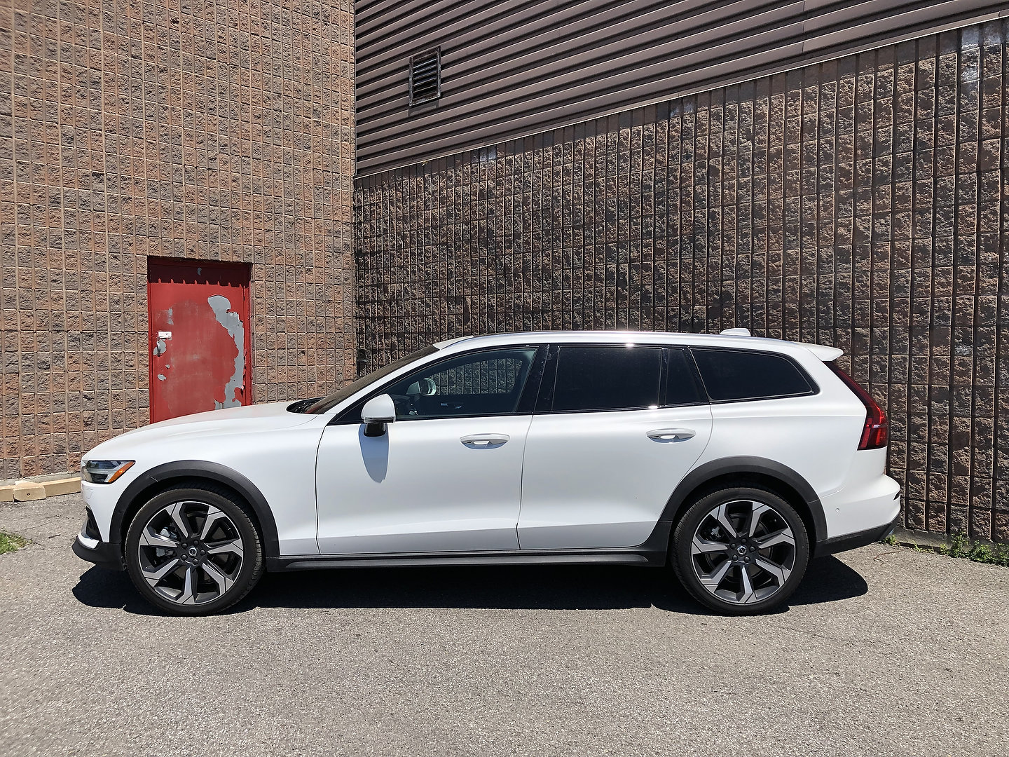 The Volvo Station Wagon A Brief Expose And Review Of The Volvo V60 Cross Country Motor Illustrated