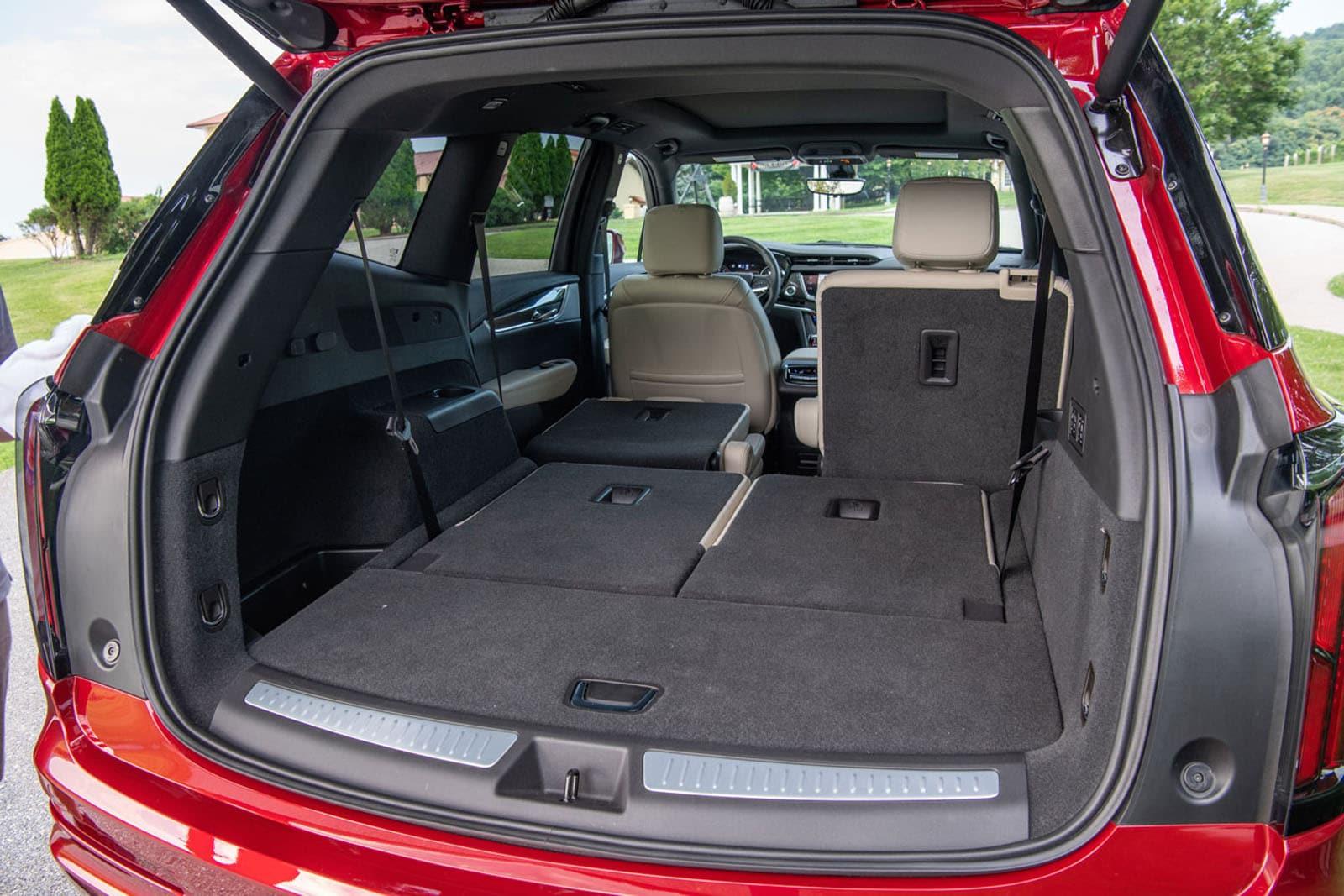 2020 Cadillac XT6 trunk