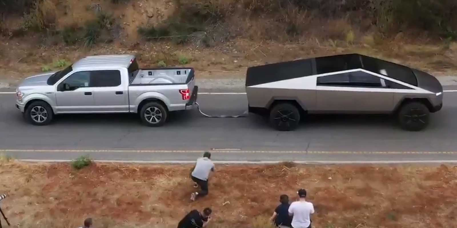 Tesla Cybertruck and Ford F-150 tug-of-war