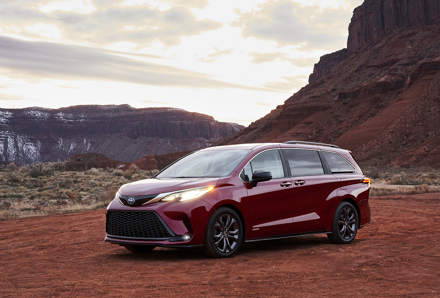 the allnew 2021 toyota sienna hybrid combines efficiency