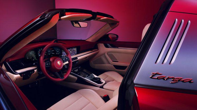 Porsche 911 Targa 4S Heritage Edition Interior