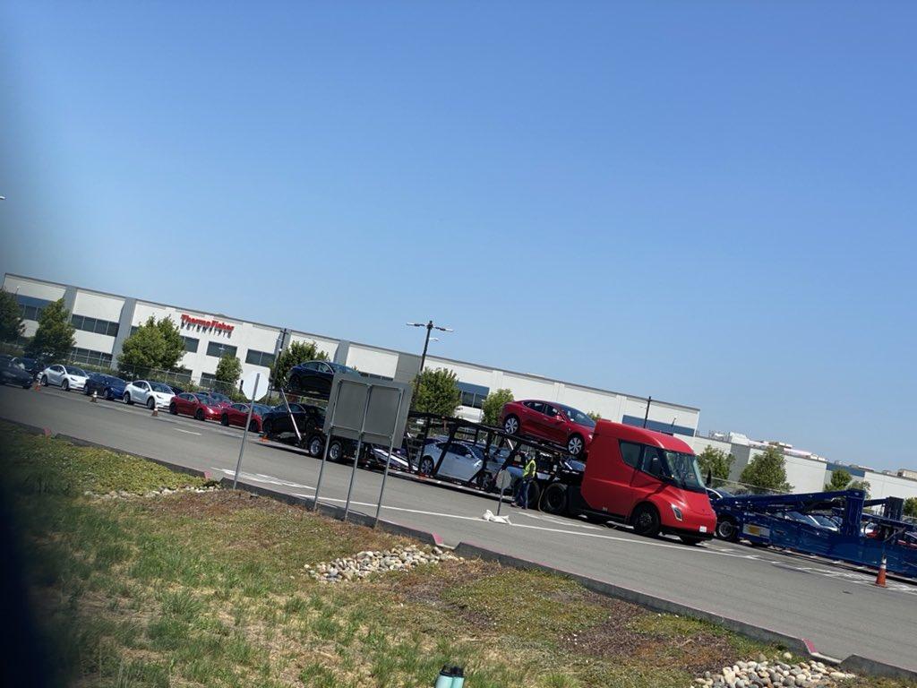 Tesla Semi truck delivering Model 3