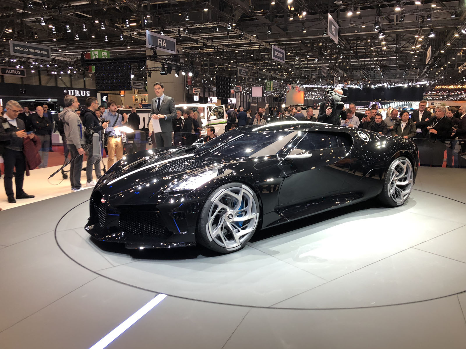 Bugatti la voiture noire geneva pictures gallery and quick info motor illustrated - Voiture wallpaper ...