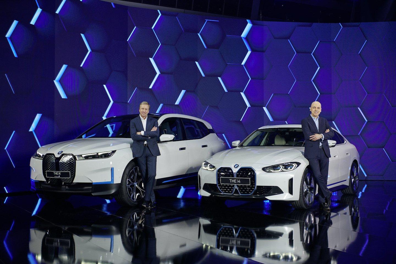 2022 BMW i4 and iX